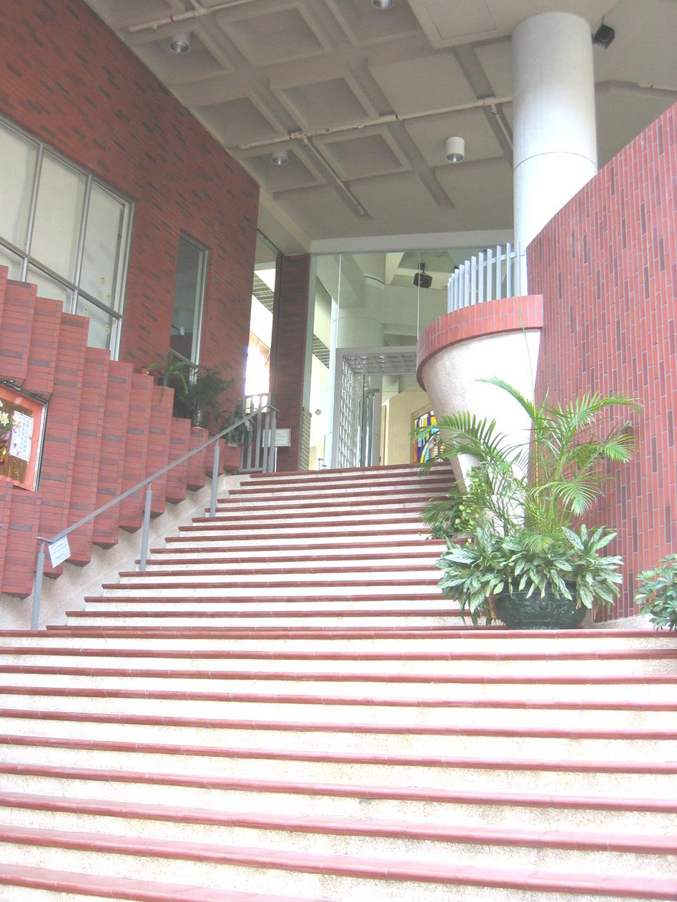 兩旁的階梯像耶穌伸開祂的雙臂