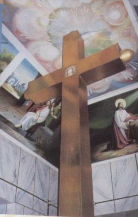 多默山頂上的大十字架